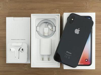 iPhone X – 64Go + 2 coques Apple