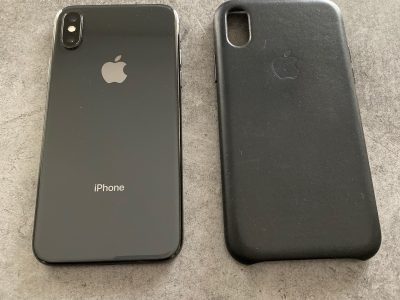 iPhone X 256 go Gris sidéral + coque cuir noir