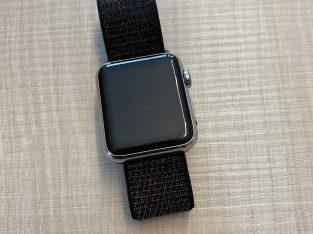 Apple Watch Series 0 acier 44mm très bon état