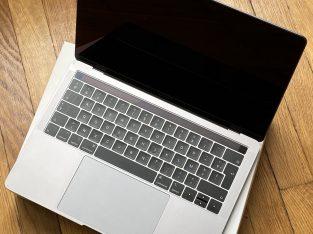 Macbook pro 13 retina 256go 2019