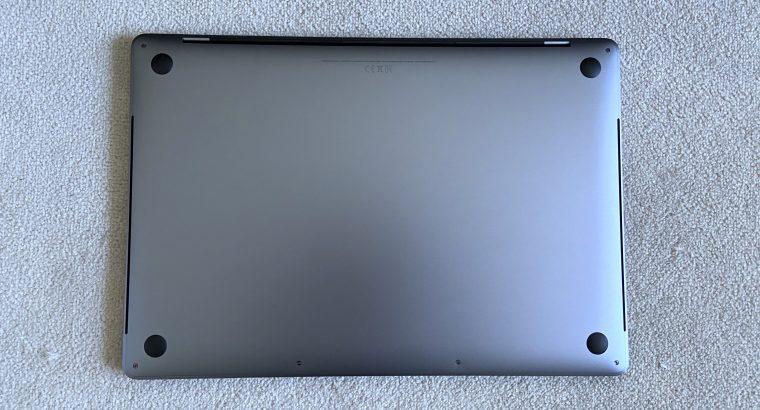 MacBook Pro Touch Bar 15 2019 i9 Vega 20 32/2 To