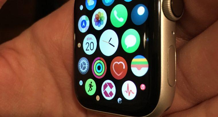 Apple Watch série 4 GPS 44 mm aluminium Argent