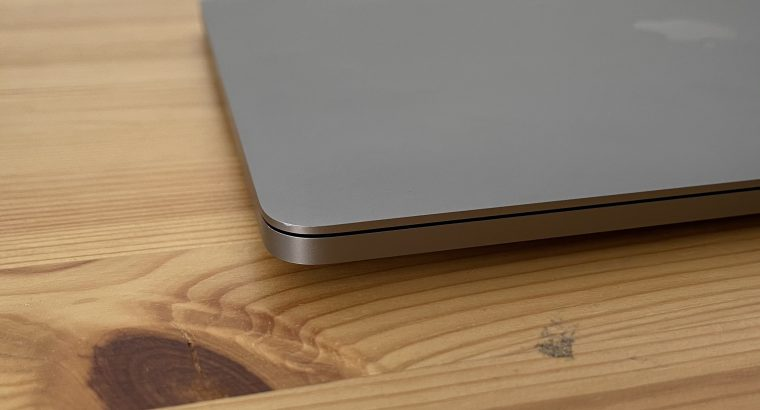 MacBook Pro 13″ 2018 Touch Bar 1TB / 16GB / i7 2.7