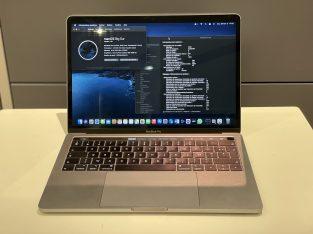Macbook Pro 2018 8 Go Ram 256 Go SSD