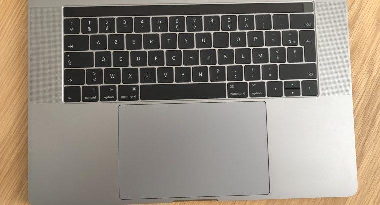 MacBook Pro 15 pouces 2017 + Accessoires