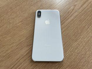 Vends iPhone X – 256 Go – Gris argent / blanc