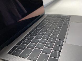 MacBook Pro 13″ – 2017 remis à neuf