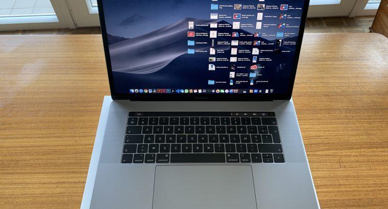 MacBook Pro 15′ i9 8 cores 2,3ghz 16/512 AMD 560X