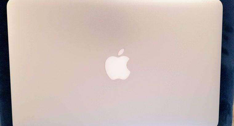 MacBook AIR 11 pouces – 2014