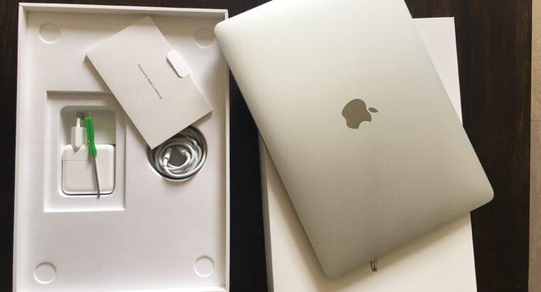 Mac Book Air 13.3″Led 256Go SSD8 argent Etat neuf